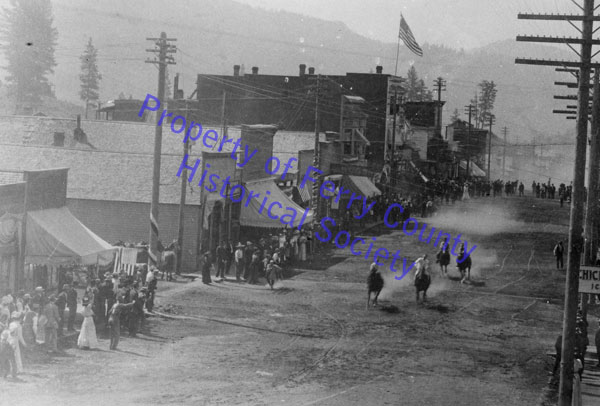 Horse Race on Clark Avenue P081406 © Ferry County Historical Society
